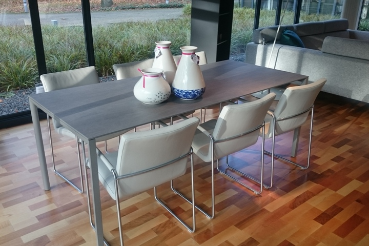 Metaform Fly dining table with ceramic tabletop
