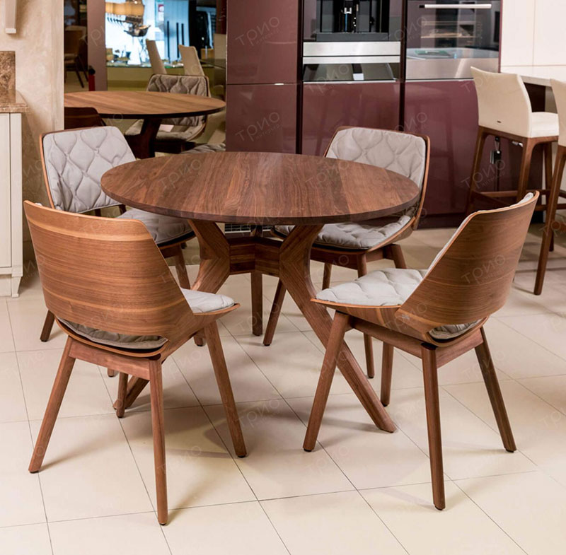Rolf Benz 965 round dining table