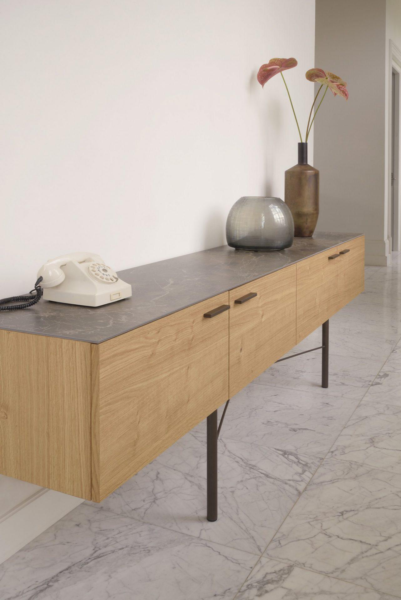 Subliem afgewerkt tijdloos Ceder dressoir van Brown by Bert Plantagie