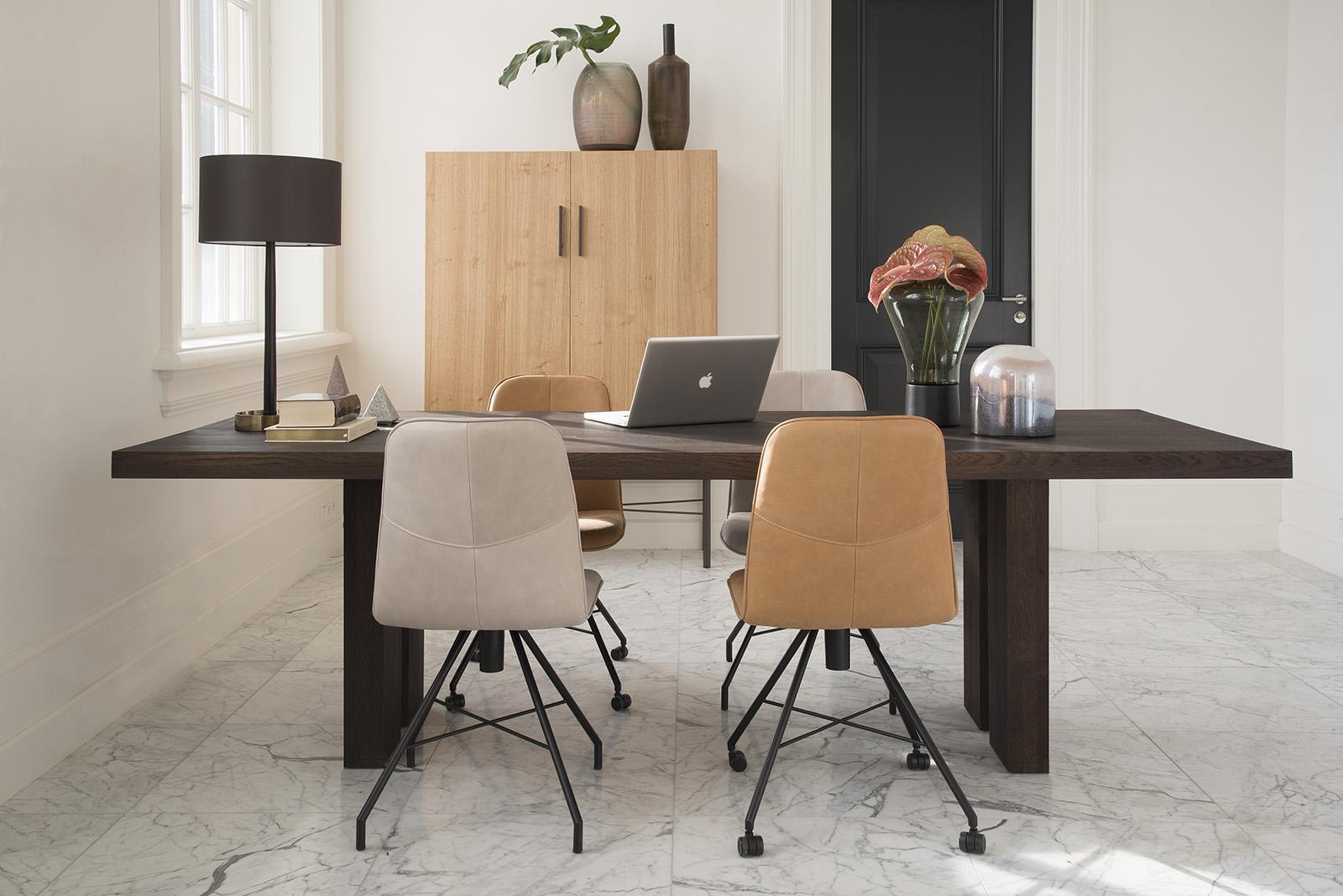 Bert Plantagie brown kantoor met Ceder kast en Fern tafel