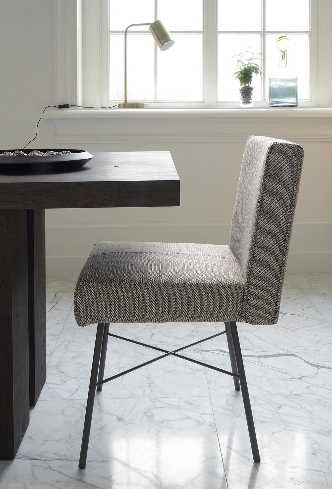 Stoere Fern tafel met tijdloze Aster stoel van Brown by Bert Plantagie