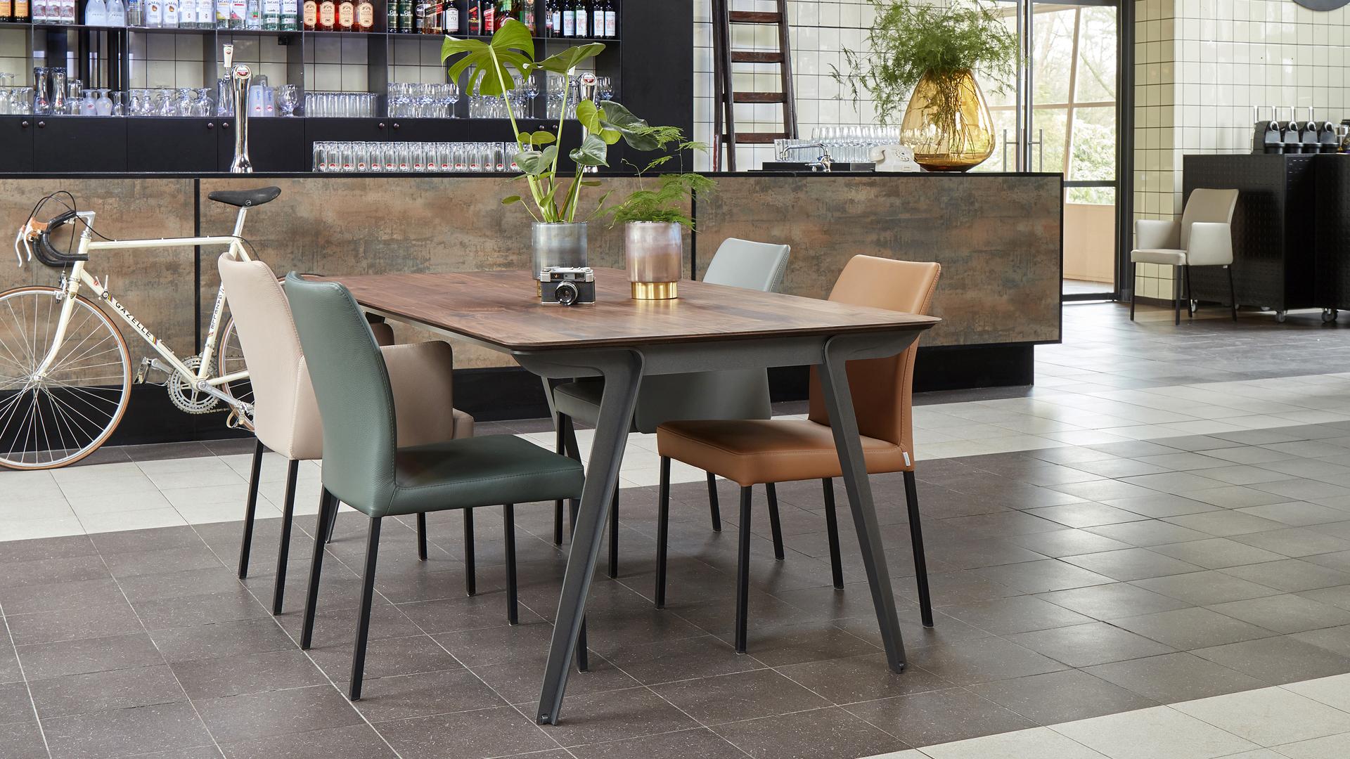 Bert Plantagie Jazz extendable dining table